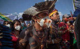 Les Indigènes manifestent pour leurs terres