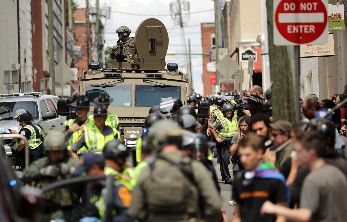 La police anti-émeutes de l'Etat de Virginie sur les lieux de la manifestation d'extrême-droite à Charlottesville, le 12 août 2017. – CHIP SOMODEVILLA / GETTY IMAGES NORTH AMERICA / AFP