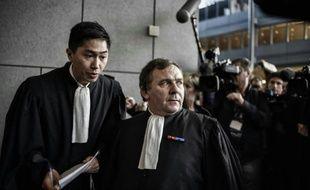 Les avocats des familles des victimes Kayana Manivong  et Francis Szpiner à leur arrivée le 2 novembre 2015 au tribunal à Grenoble