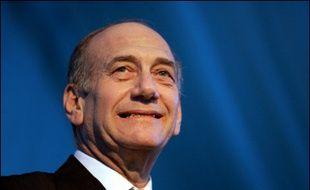 Le parti Kadima du Premier ministre israélien par intérim Ehud Olmert était en perte de vitesse vendredi à un peu plus de trois semaines des législatives, alors que la campagne audiovisuelle devait démarrer mardi.