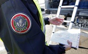 Fresnes-les-Monyauban, le 15 février 2017. Un important contrôle de la douane a eu lieu au péage sur l'autoroute A1 dans le sens Belgique vers Paris dans le cadre du plan de renforcement des actions de la douane dans la lutte contre le terrorisme.