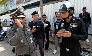 Une trentaine de personnes ont été blessées vendredi par l'explosion d'une bombe lors d'un défilé de manifestants demandant la chute du gouvernement thaïlandais, dernier épisode violent d'une crise politique qui a déjà fait huit morts.