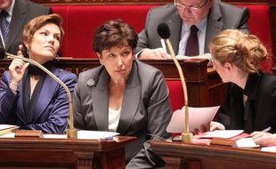De gauche à droite, la ministre des Sports Chantal Jouanno, la ministre des Solidarité Roselyne Bachelot-Narquin et la ministre de l'Ecologie et du développement durable Nathalie Kosciusko-Morizet lors des question au gouvernement le 12 janvier 2011 à l'Assemblée nationale à Paris.