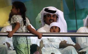 Le prince héritier du Qatar Tamim bin Hamad Al-Thani, propriétaire du Paris SG via le Qatar Sports Investments, s'est rendu lundi matin au Camp des Loges, le centre d'entraînement de son équipe, ont indiqué à l'AFP des sources au club.