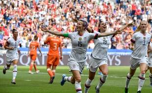Megan Rapinoe célèbre son but face aux Pays-Bas dimanche 7 juillet 2019 à Lyon.