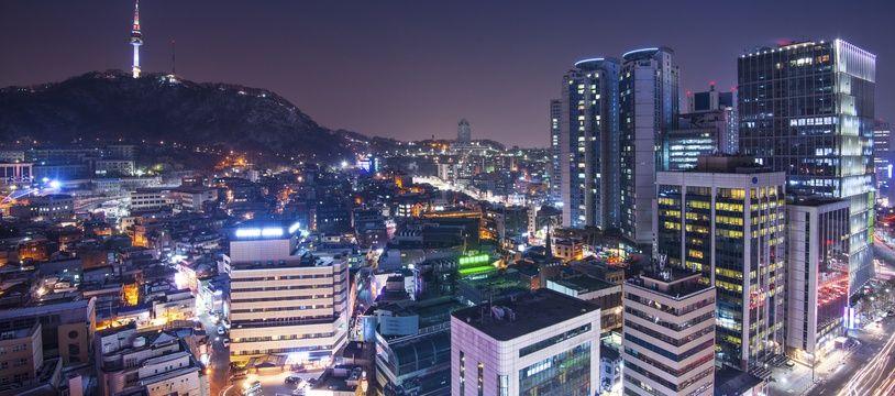 Entre tradition et modernité, Séoul fascine par son dynamisme, sa culture et son charme atypique.
