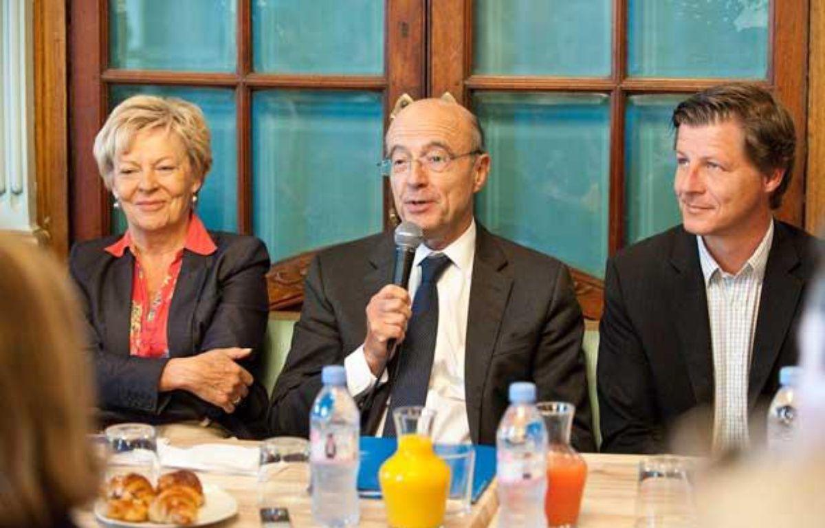 Alain Juppé, en compagnie de Chantal Bourragué et Nicolas Florian, le 12 juin 2012 à Bordeaux – S.ORTOLA/20MINUTES