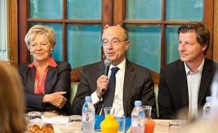 Alain Juppé, en compagnie de Chantal Bourragué et Nicolas Florian, le 12 juin 2012 à Bordeaux