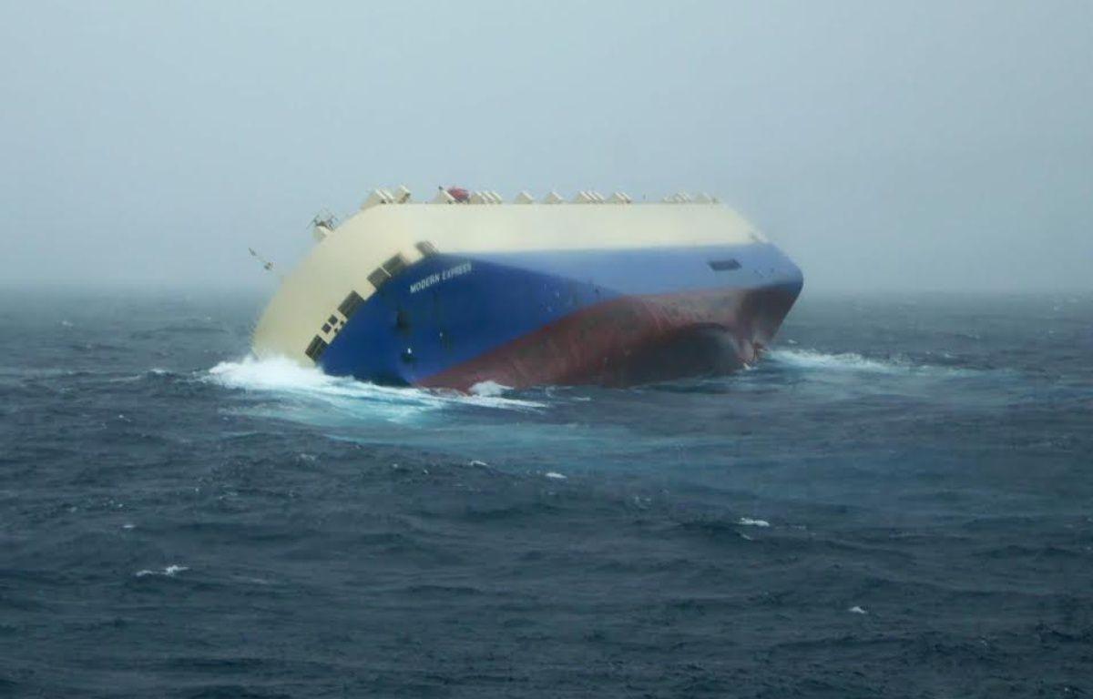 """Le navire de commerce Le """" Modern Express """" est en difficulté dans le golfe de Gascogne.  – ABEILLE BOURBON"""