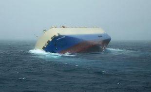 """Le navire de commerce Le """"Modern Express"""" est en détresse au large de la Rochelle."""