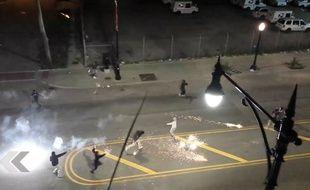 Un combat de rue à base de feux d'artifice - Le Rewind (vidéo)