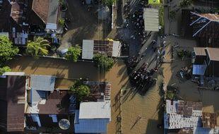 Une ville indonésienne inondé suite aux trop fortes pluies.