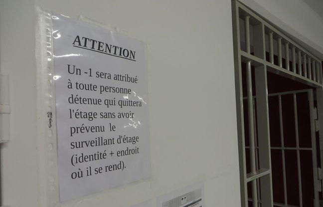 Les règles sont affichées dans les couloirs du MH3.