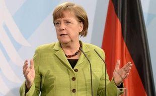 La chancelière Angela Merkel a invité dimanche François Hollande, nouveau président français, à Berlin après lui avoir téléphoné, selon un communiqué.