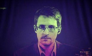 Edward Snowden s'exprime le 24 juin 2014 par vidéoconférence avec des responsables européens