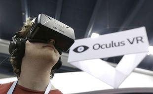 Le casque de réalité virtuelle Oculus, testé le 19 mars 2014, à  San Francisco.