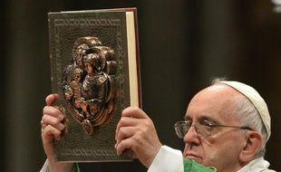 Le pape François célèbre la messe d'ouverture du synode sur la famille à la basilique Saint-Pierre au Vatican, le 4 octobre 2015