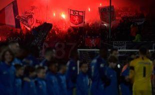 Le parcage lyonnais comptait environ 500 supporters samedi pour le 32e de finale de Coupe de France. entre le FBBP 01 et l'OL. ROMAIN LAFABREGUE