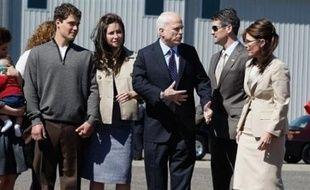 Sarah Palin, la colistière du candidat à la Maison Blanche John McCain, était attendue mercredi à la convention républicaine de Saint Paul (Minnesota, nord) pour passer son grand oral, alors que les médias américains n'en finissent pas de dévoiler des détails embarrassants pour la jeune gouverneure de l'Alaska.