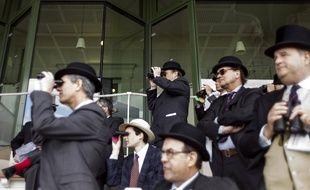 Des hommes au prix du Jockey Club, à Chantilly (Oise) en 2013
