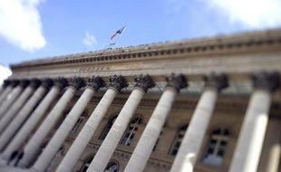 La Bourse de Paris, qui a fait mieux que résister aux mauvaises nouvelles économiques cette semaine au point de renouer avec les 4.000 points, va digérer dans les prochains jours ce seuil en comptant sur le soutien encore indéfectible des banques centrales.