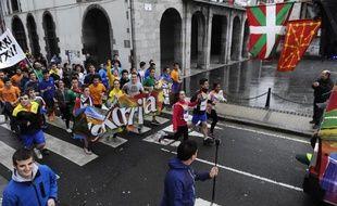 Des participants à la Korrika, course-relais de onze jours et 2.500 km entre Pays basque français et espagnol, le 21 mars 2015 à Andoain