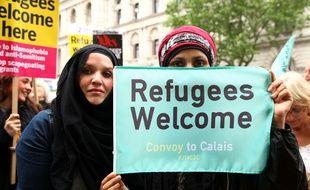 Manifestation contre l'interdiction de traverser le Channel pour des associations anglaises d'aide aux réfugiés à Calais.