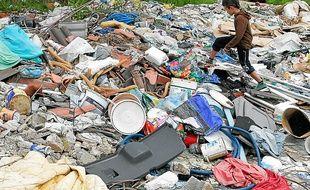 Depuis août, 250 Roms vivent sur près trois hectares de déchets.