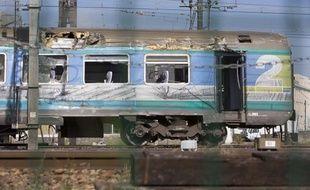 Vue du train Teoz Intercités en gare de Brétigny-sur-Orge deux jours après l'accident
