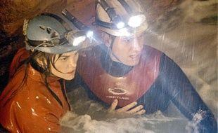 Le réalisateur de Titanic et d'Avatar nous fait goûter à la sensation de plonger à travers une équipe de spéléologues coincée dans une grotte immergée.