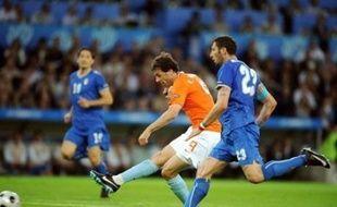 Les Pays-Bas ont donné une leçon à l'Italie, championne du monde en titre, battue 3 à 0 lundi à Berne (groupe C), et créé la première surprise de l'Euro-2008.