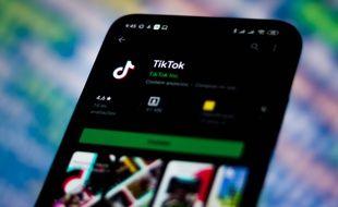 De nombreuses jeunes femmes ont racontéle chantage et le harcèlement sexuel qu'elles ont subisur TikTok, le réseau social prisé des jeunes.