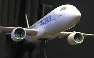 Boeing a vaincu son rival Airbus sur son terrain jeudi au salon aéronautique du Bourget, le dépassant en commandes, tandis que les grands constructeurs régionaux ont battu des records, illustrant le dynamisme du secteur.