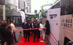 Jean-Pierre Farandou, président du groupe Keolis, et Augustin de Romanet, pdg d'Aéroports de Paris, inaugurent le nouveau service de  navettes Bus Direct, à Montparnasse le 12 mai 2016.