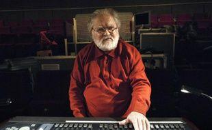 Le compositeur Pierre Henry dans un studio à Paris le 9 décembre 2008