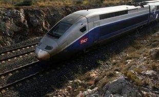 """Deux femmes """"d'une même famille"""" ont trouvé la mort mercredi soir à Solliès-Pont (Var), à l'entrée Est de Toulon, après avoir été percutées par la motrice d'un TGV, a-t-on appris auprès des pompiers et de la gendarmerie."""