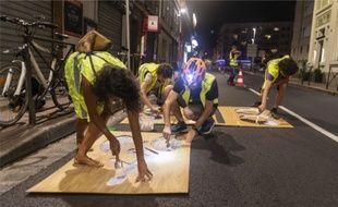 Des militants transforment des voies de circulation en piste cyclable, le 16 septembre 2019, à Toulouse.