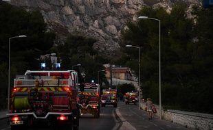 Des camions de pompiers se dirigent vers les Calanques, le 5 septembre 2016.