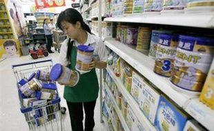 Un enfant est décédé dans l'ouest de la Chine au Xinjiang (ouest) après avoir bu du lait maternisé frelaté, portant à quatre le bilan des nourrissons morts, a indiqué jeudi le gouvernement de la région sur son site internet.