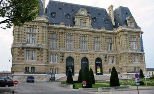 Illustration de la mairie de Versailles, en 2005.