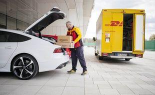 Amazon, Audi et DHL on signé un partenariat pour livrer des colis dans le coffre du véhicule du client.