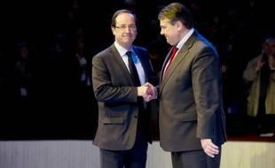 Le candidat PS à l'Elysée François Hollande a reçu vendredi à Paris quelques leaders sociaux-démocrates européens dont le président du SPD allemand, Sigmar Gabriel, et le chef du Parti démocrate italien, Pier Luigi Bersani, l'occasion de répéter sa volonté de renégocier le traité européen de discipline budgétaire.