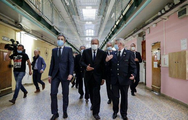 Eric Dupond-Moretti lors de son premier déplacement en tant que ministre à la prison de Fresnes.