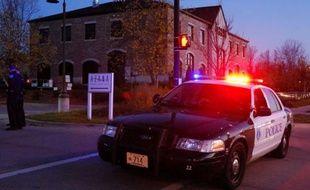 Trois personnes ont été tuées et quatre autres blessées par un homme qui a ouvert le feu dimanche dans un institut de beauté de la banlieue de Milwaukee (Winsconsin, nord des Etats-Unis), a annoncé dimanche la police.