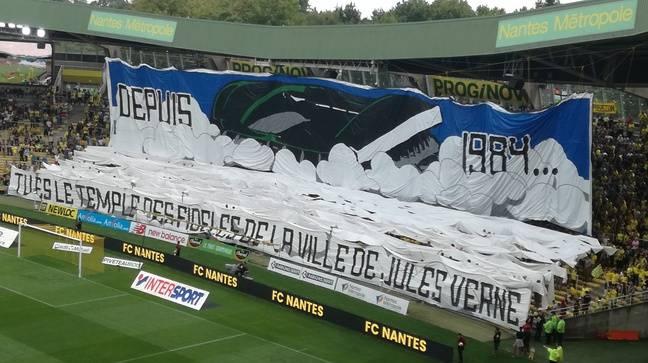Le tifo de la tribune Loire juste avant le match Nantes-Reims.