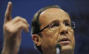 """Le candidat PS à l'Elysée, François Hollande, a lancé mercredi depuis son tout nouveau QG parisien la bataille des 100 jours séparant de la présidentielle, durant lesquels il entend tout faire pour """"redonner espoir"""" et """"convaincre"""" les Français""""."""