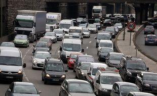 Paris, le 14 juillet 2012. Des embouteillages se forment sur le périphérique parisien à l'occasion des départs en vacances.