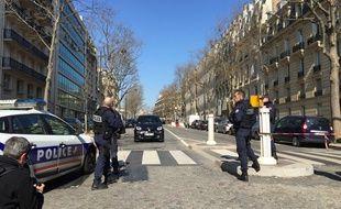 Le quartier du FMI bouclé jeudi à Paris après l'ouverture d'un colis piégé, semblable à ceux découverts dans une poste d'Athènes.