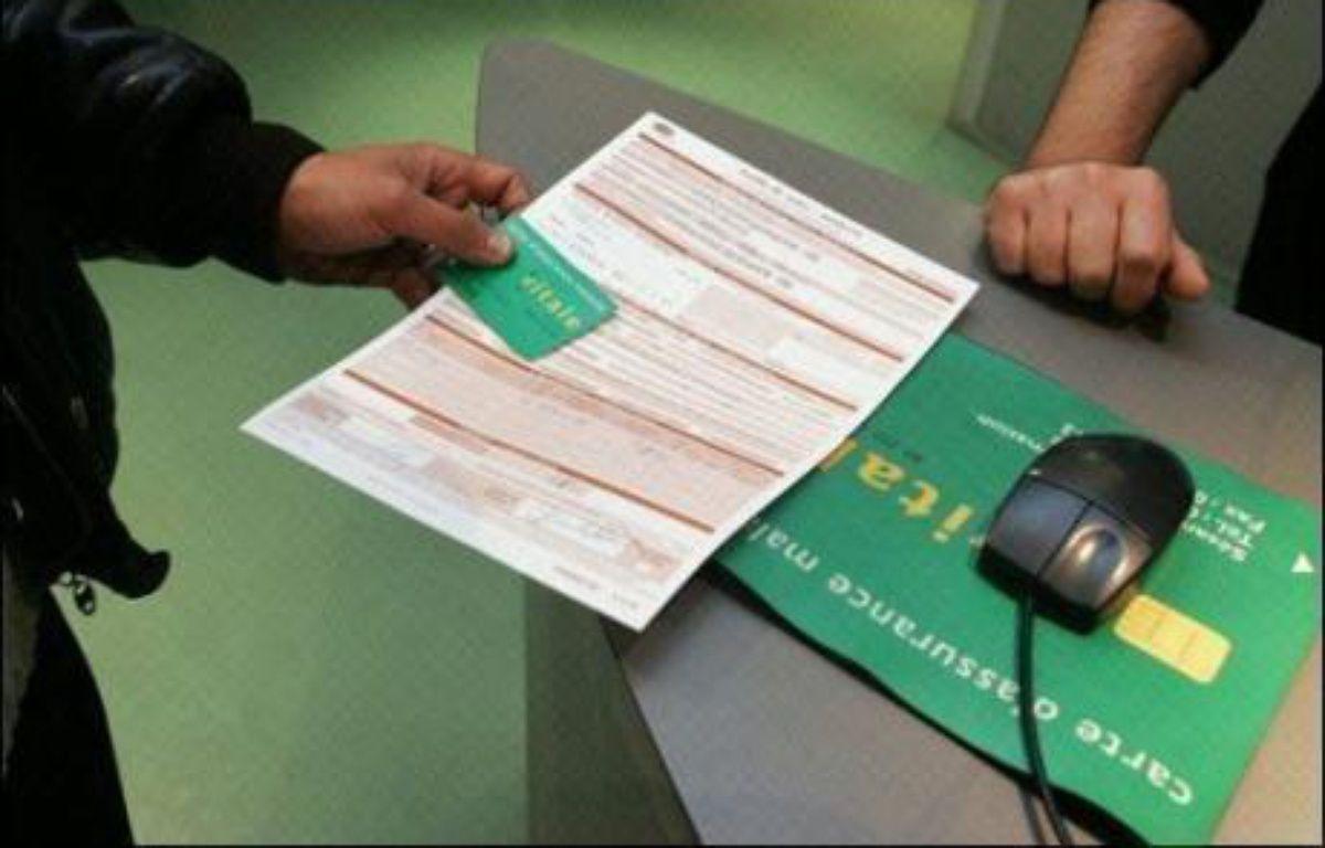 L'Assemblée nationale a adopté mardi en première lecture, par 330 voix contre 224, le projet de loi de financement de la Sécurité sociale (PLFSS) pour 2011, marqué par des recherches d'économies pour contenir le déficit à 21,3 milliards d'euros (contre 23,1 milliards en 2010). – Jean-Pierre Muller AFP/Archives