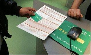 L'Assemblée nationale a adopté mardi en première lecture, par 330 voix contre 224, le projet de loi de financement de la Sécurité sociale (PLFSS) pour 2011, marqué par des recherches d'économies pour contenir le déficit à 21,3 milliards d'euros (contre 23,1 milliards en 2010).